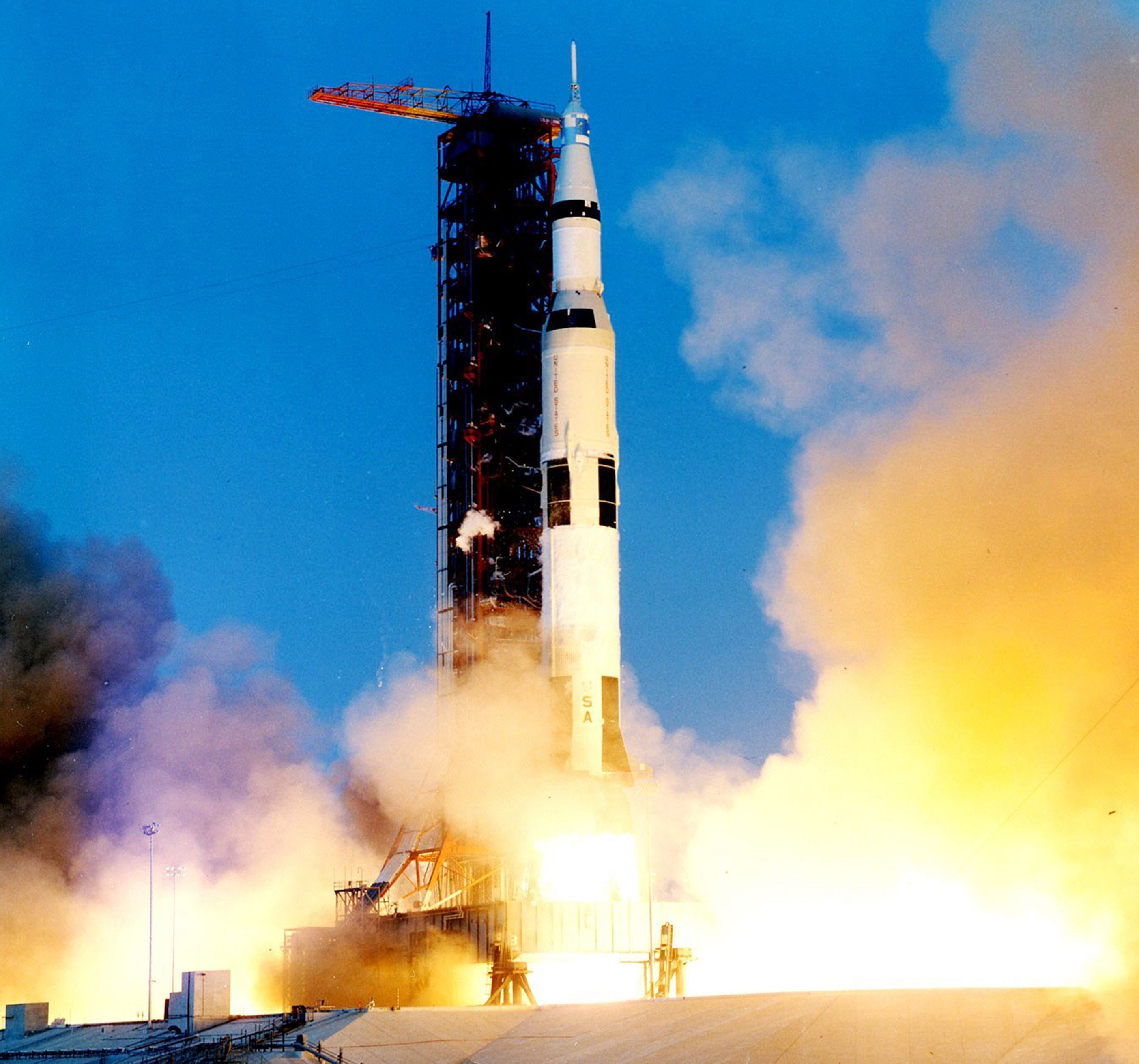 apollo 13 In april 1970, during the glory days of the apollo space program, nasa sent navy captain jim lovell and two other astronauts on america's fifth mission to the moon only fifty-five hours.