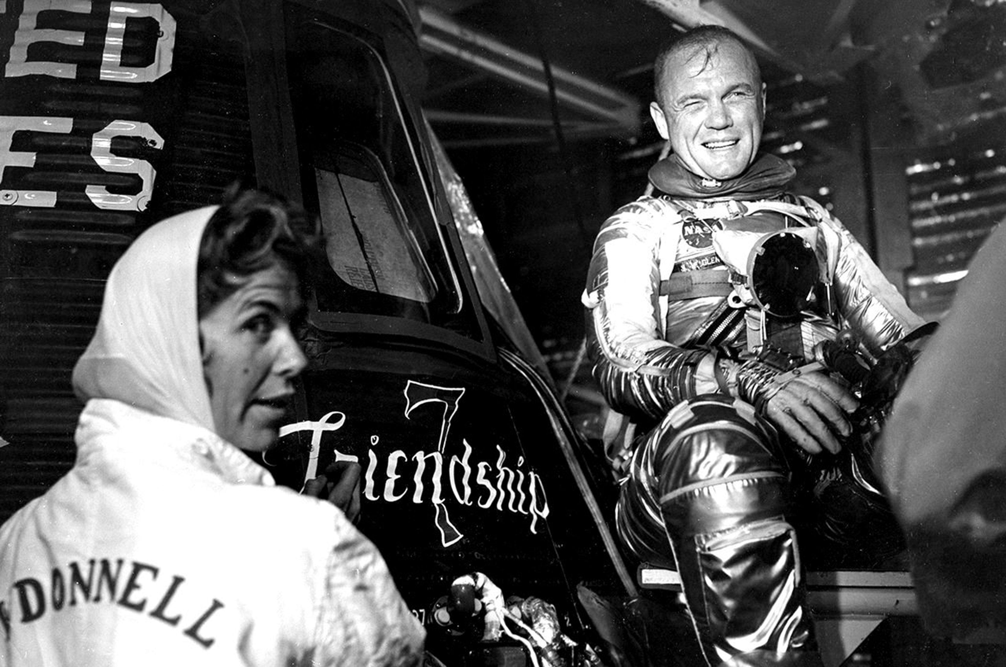 Mercury-Atlas MA-6 (Friendship 7) - CCAFS - 20.2.1962 Cece-bibby-capsule-artist-2_0