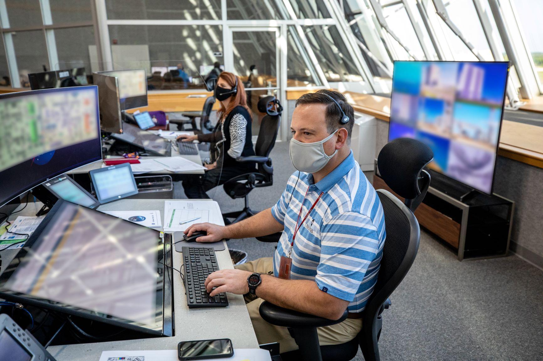 Los ingenieros de la NASA ensayan el combustible de cohetes para Artemis I.