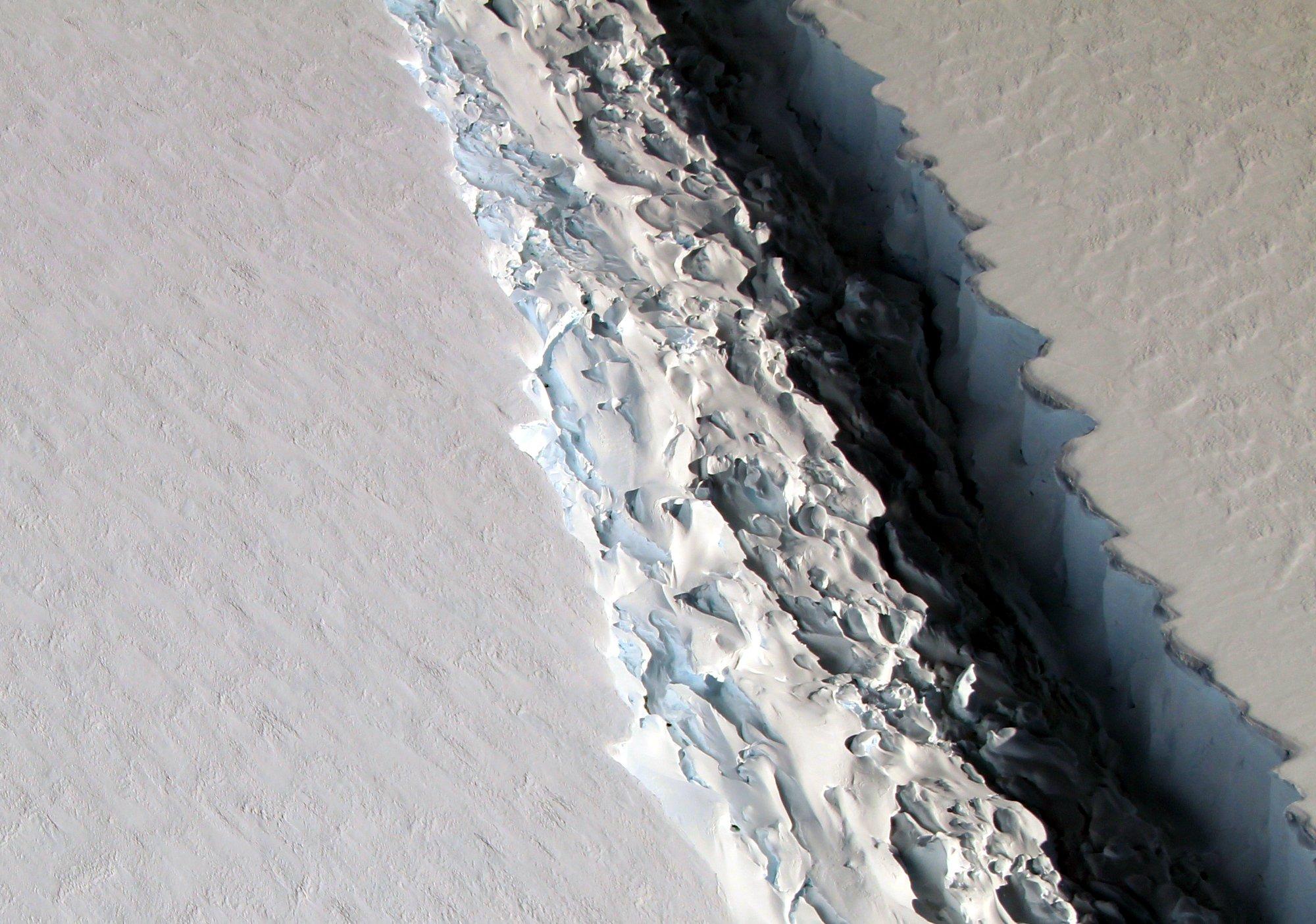 Rift In Antarcticas Larsen C Ice Shelf NASA - Mt laesen on us map