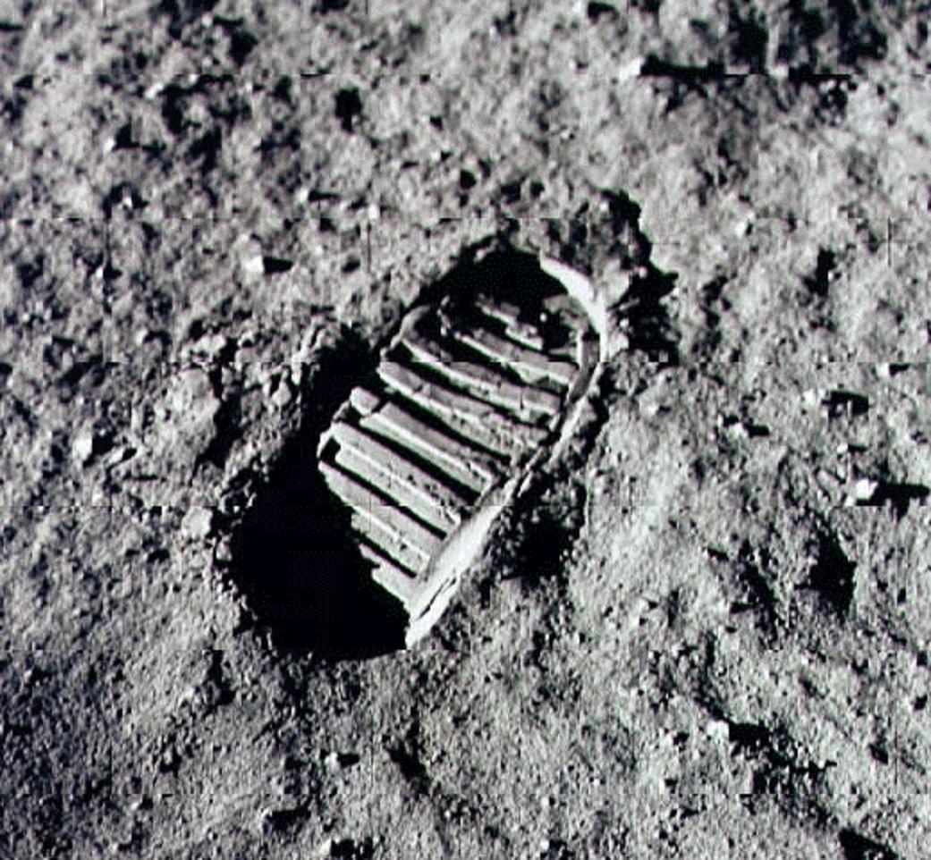 neil armstrong footprint on the moon -#main