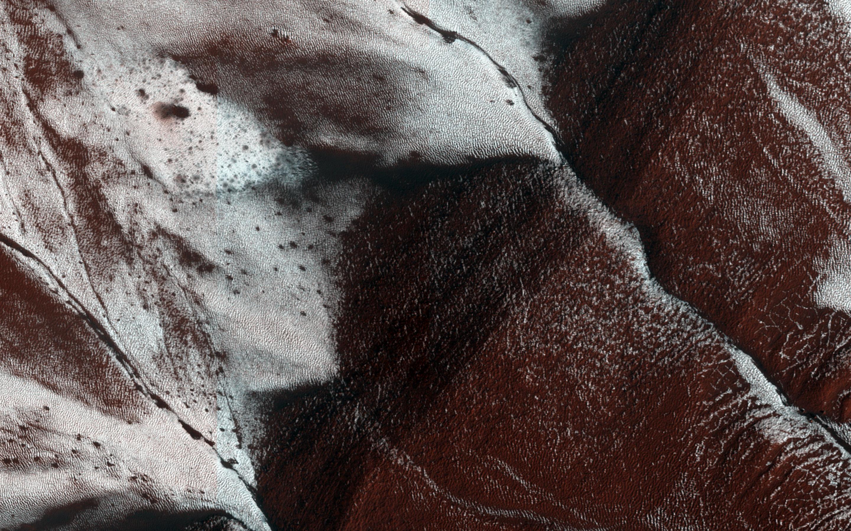 Наса открыли на марсе водяной лед