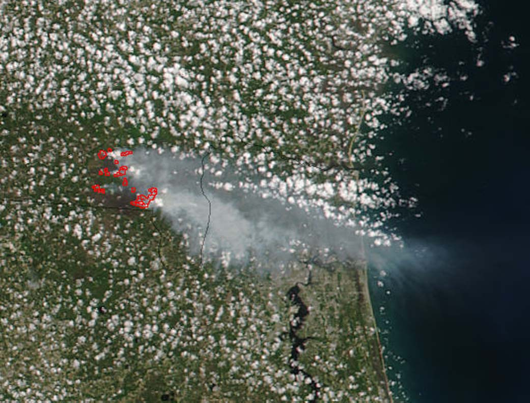 West Mims Fire On FloridaGeorgia Border NASA - Western us fire map