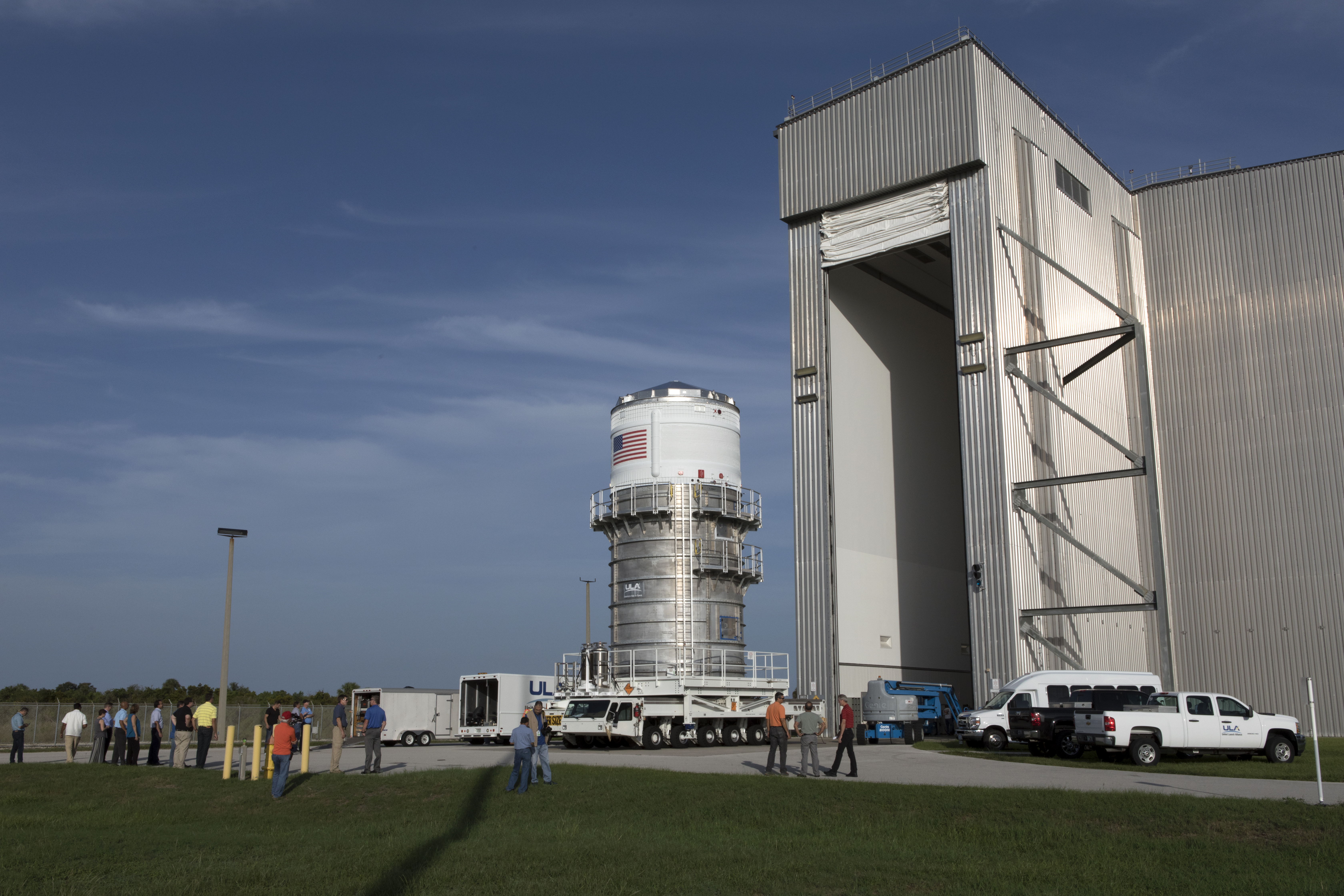 nasa s space launch system booster passes major ground test nasa interim cryogenic propulsion stage moves to space station processing facility