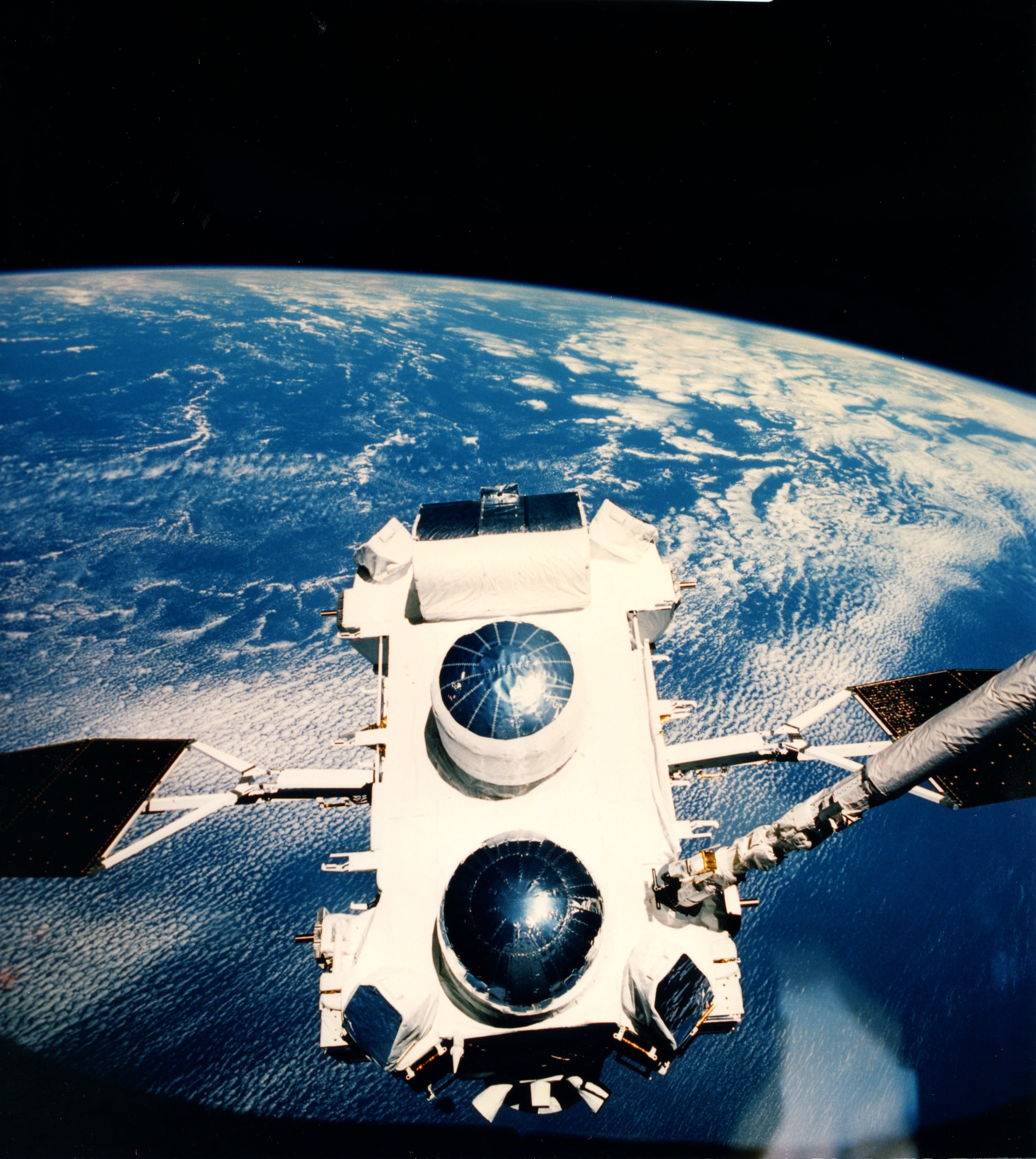 STS-37 Crew Deploys Compton Gama-Ray Observatory -- April ...