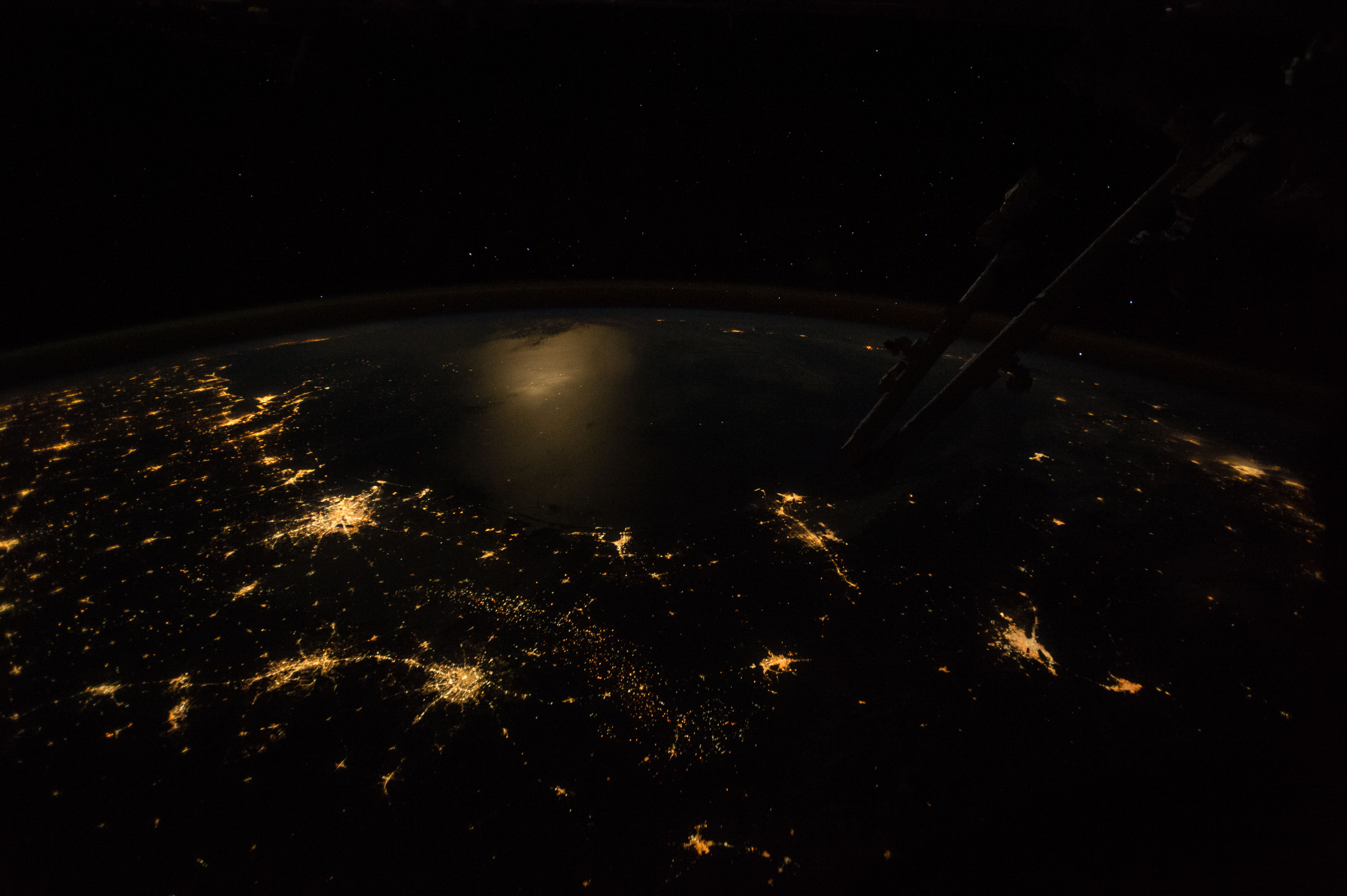 moon light on space station - photo #16