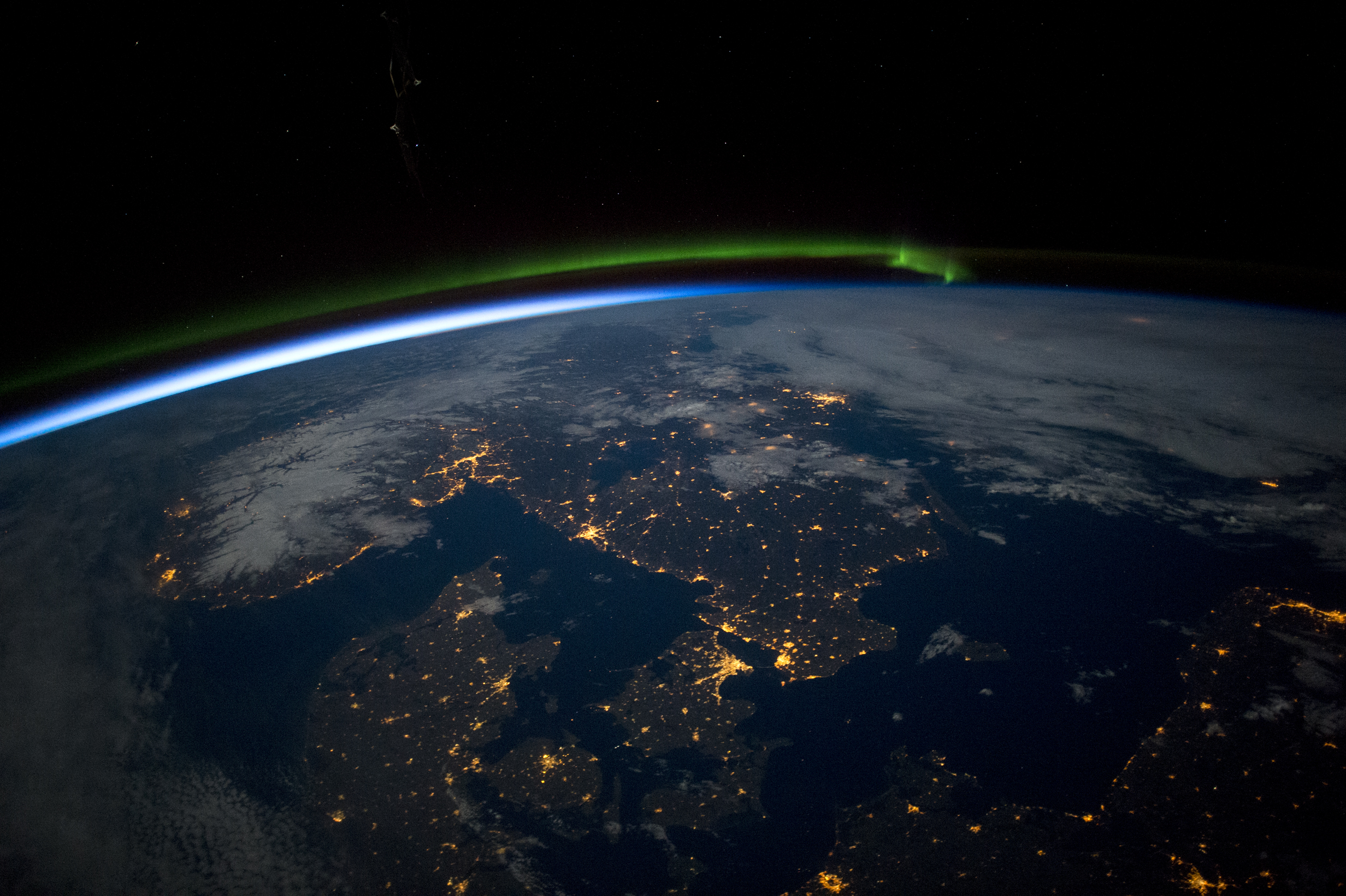 Earth Pictures: Iconic Images of Earth from Space