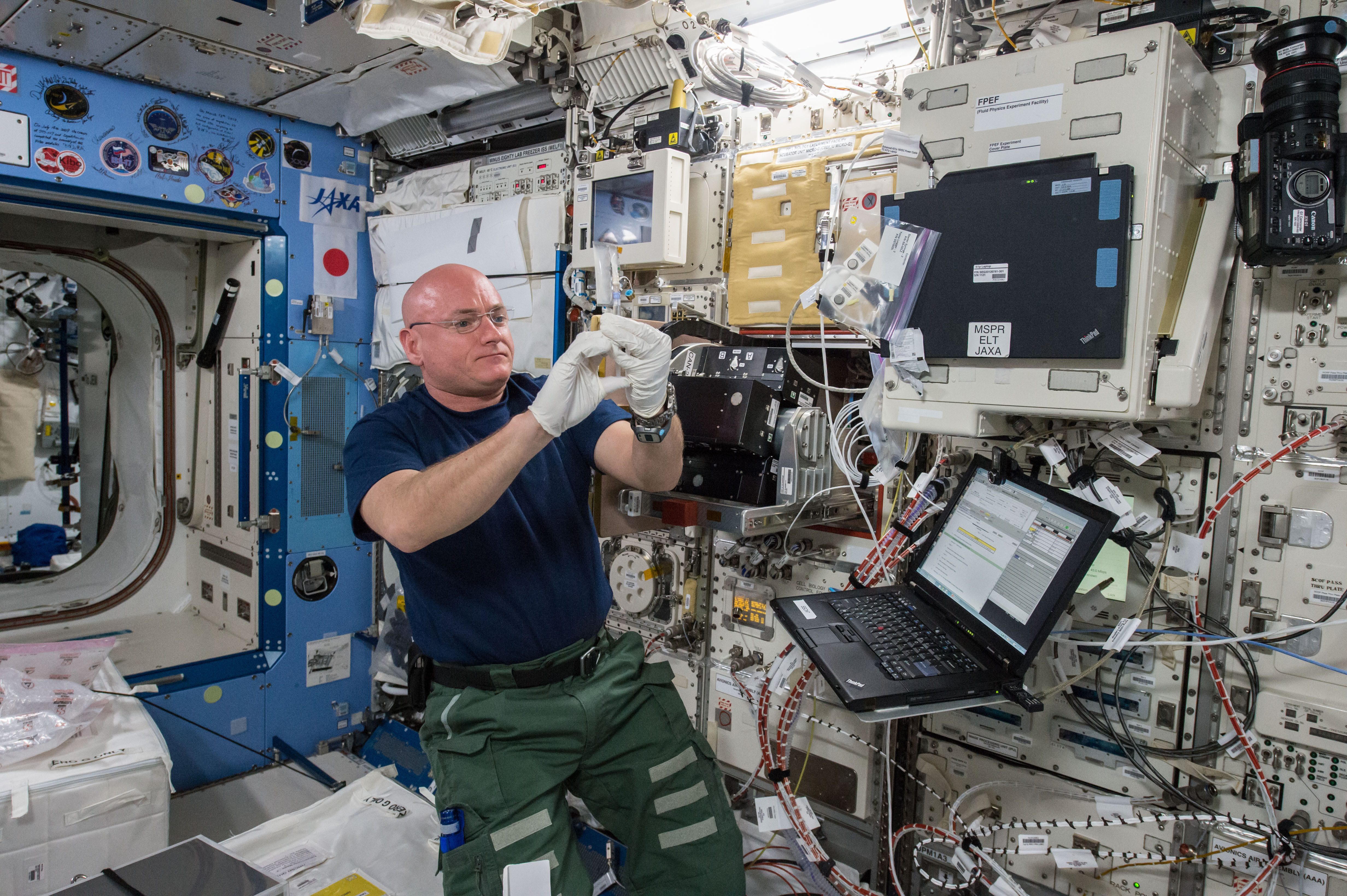 astronaut working on space station - photo #38