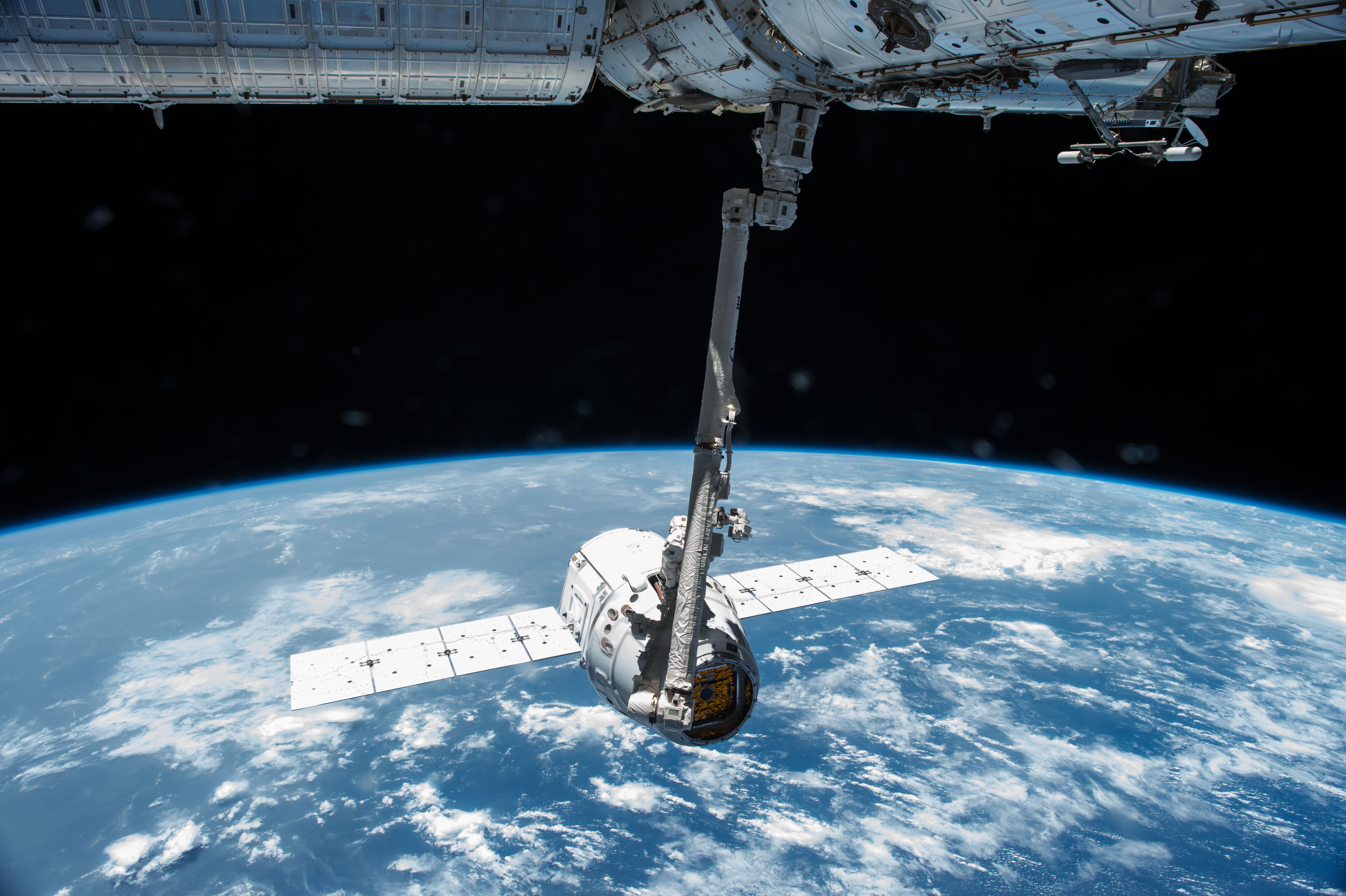 earth dragon from spacex - photo #3