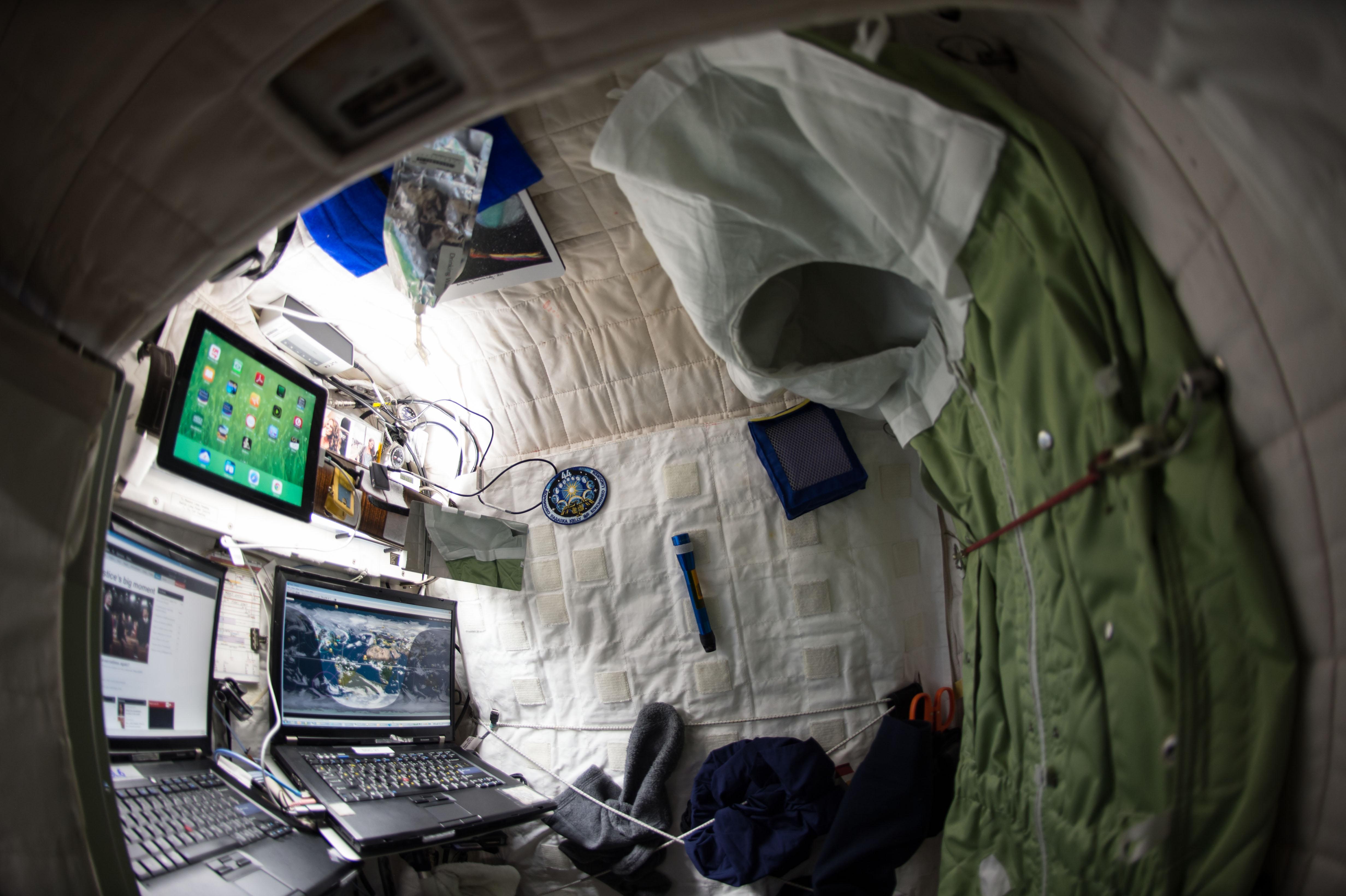 6月27日:国際宇宙ステーション、スコットケリーの居住区 - 天文・宇宙探査ニュース:画像を中心とした「新しい宇宙 ...