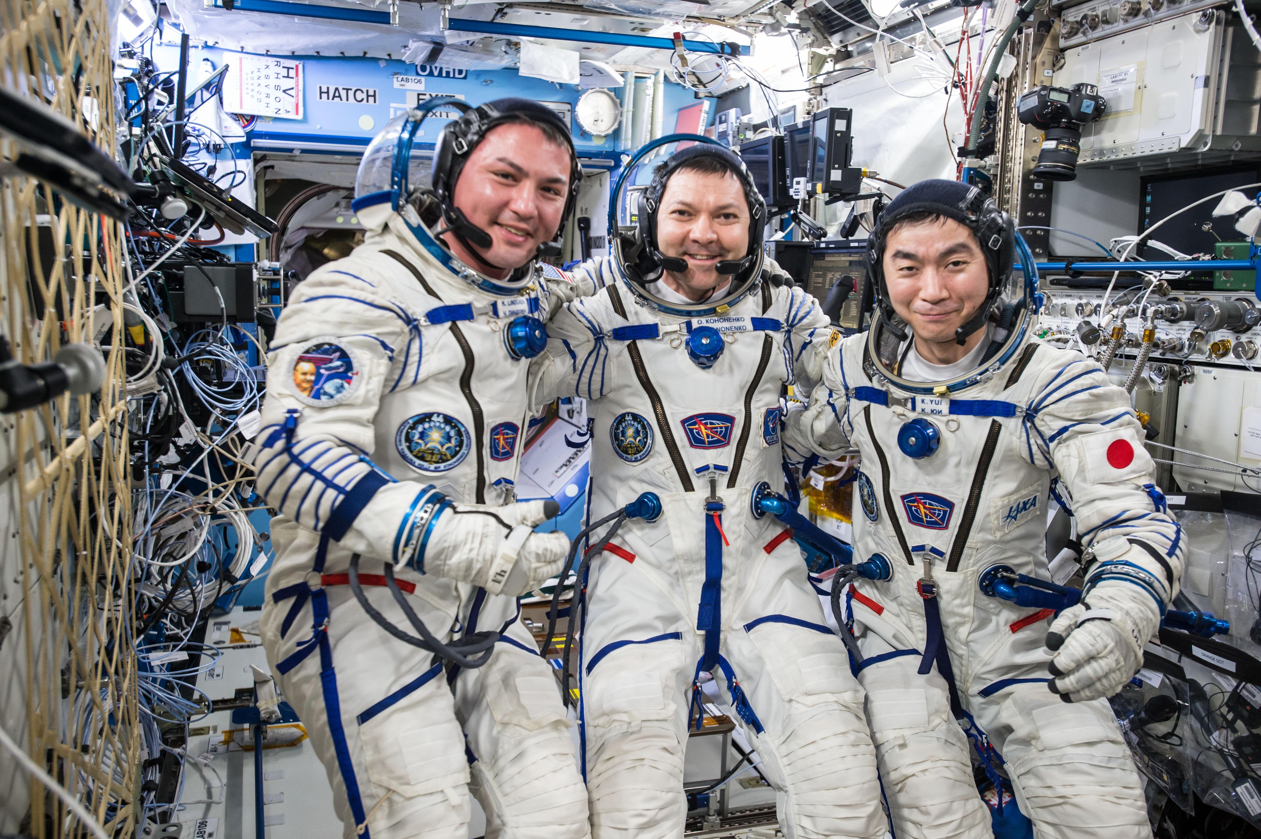 Η Αποστολή 45 προσγειώθηκε στο Καζακστάν