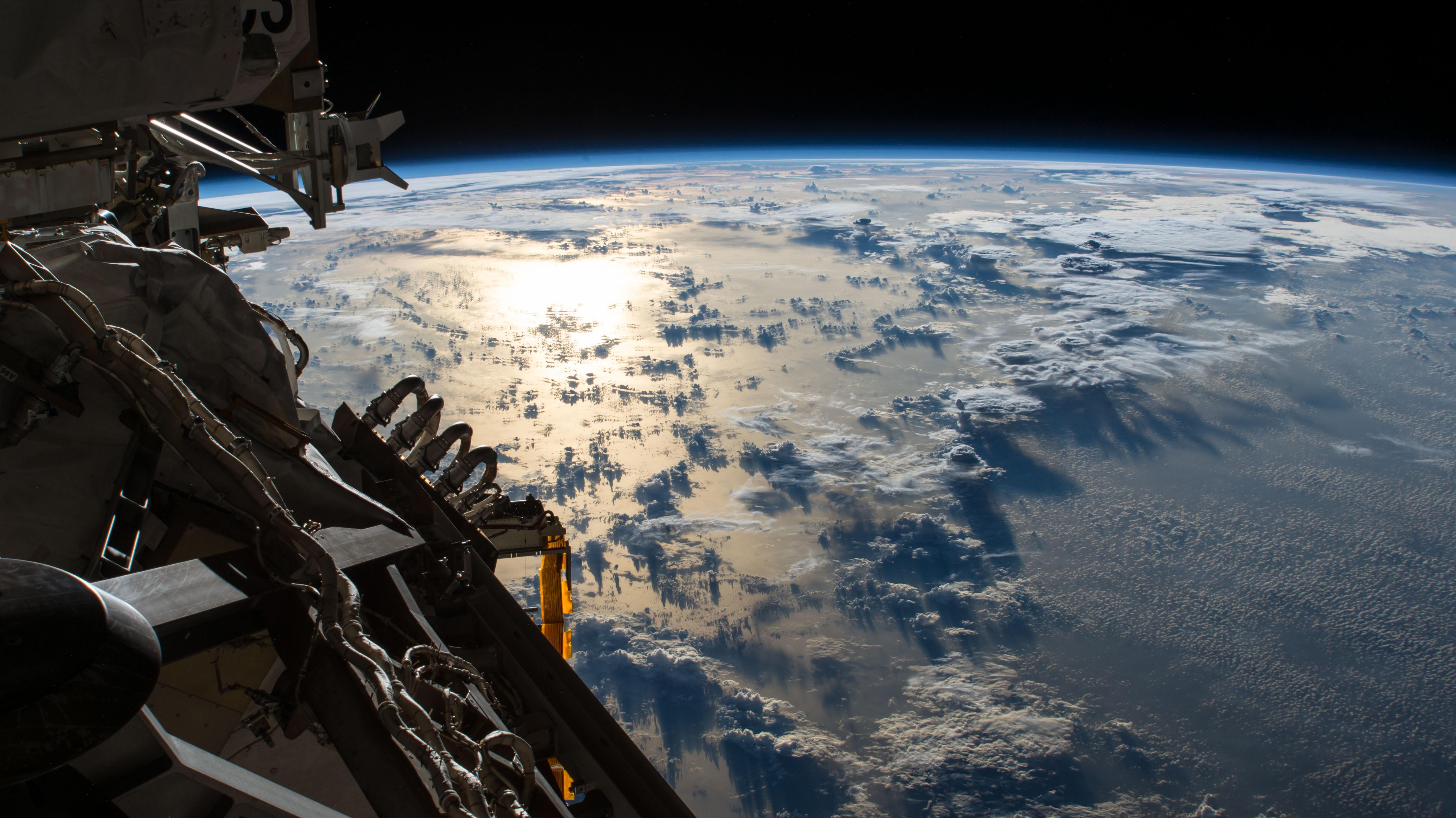 5月25日 太陽の輝きが太平洋で反射する 天文 宇宙探査ニュース