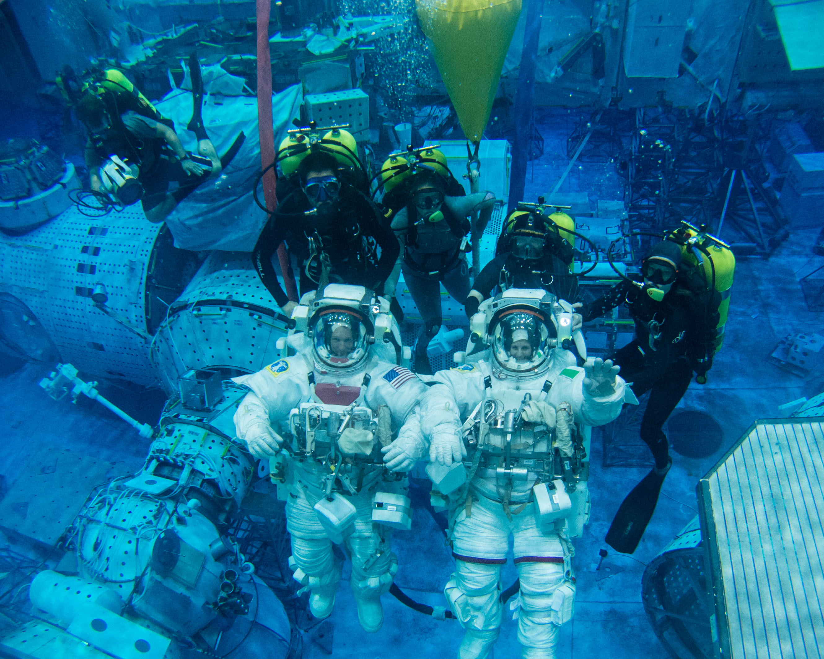 nasa underwater training - HD 2660×2128