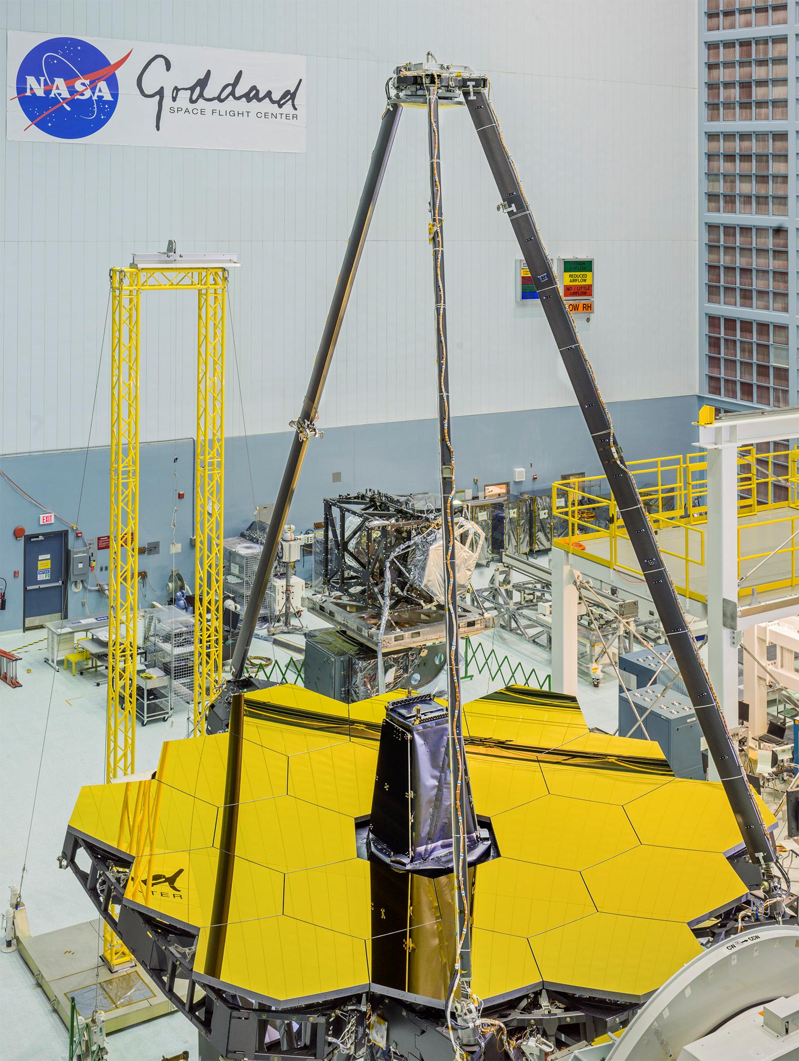 Teleskop Jamesa Webba - odsłonięte główne zwierciadło