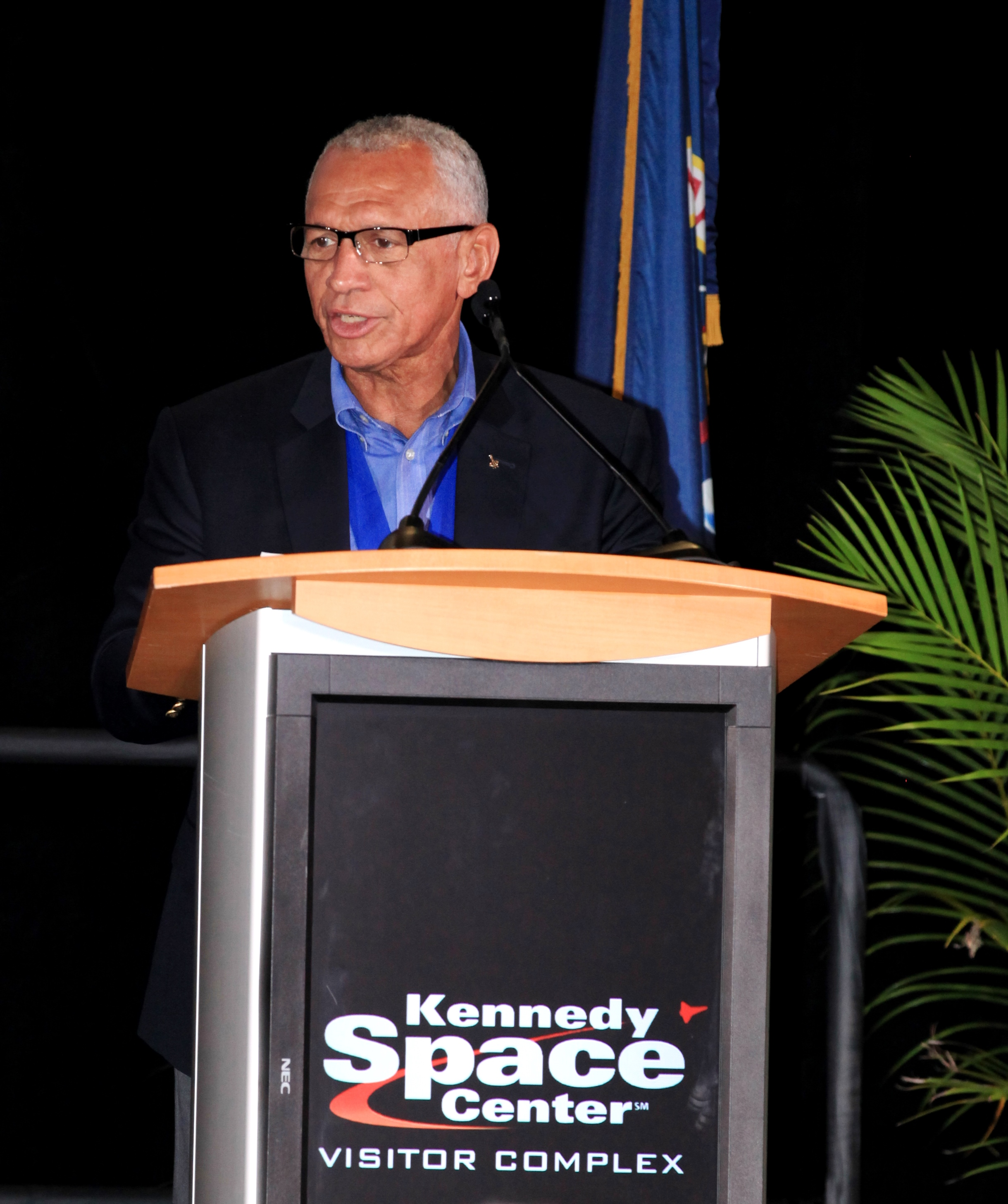 day of remembrance honors ultimate sacrifice nasa administrator hall of famer charlie bolden