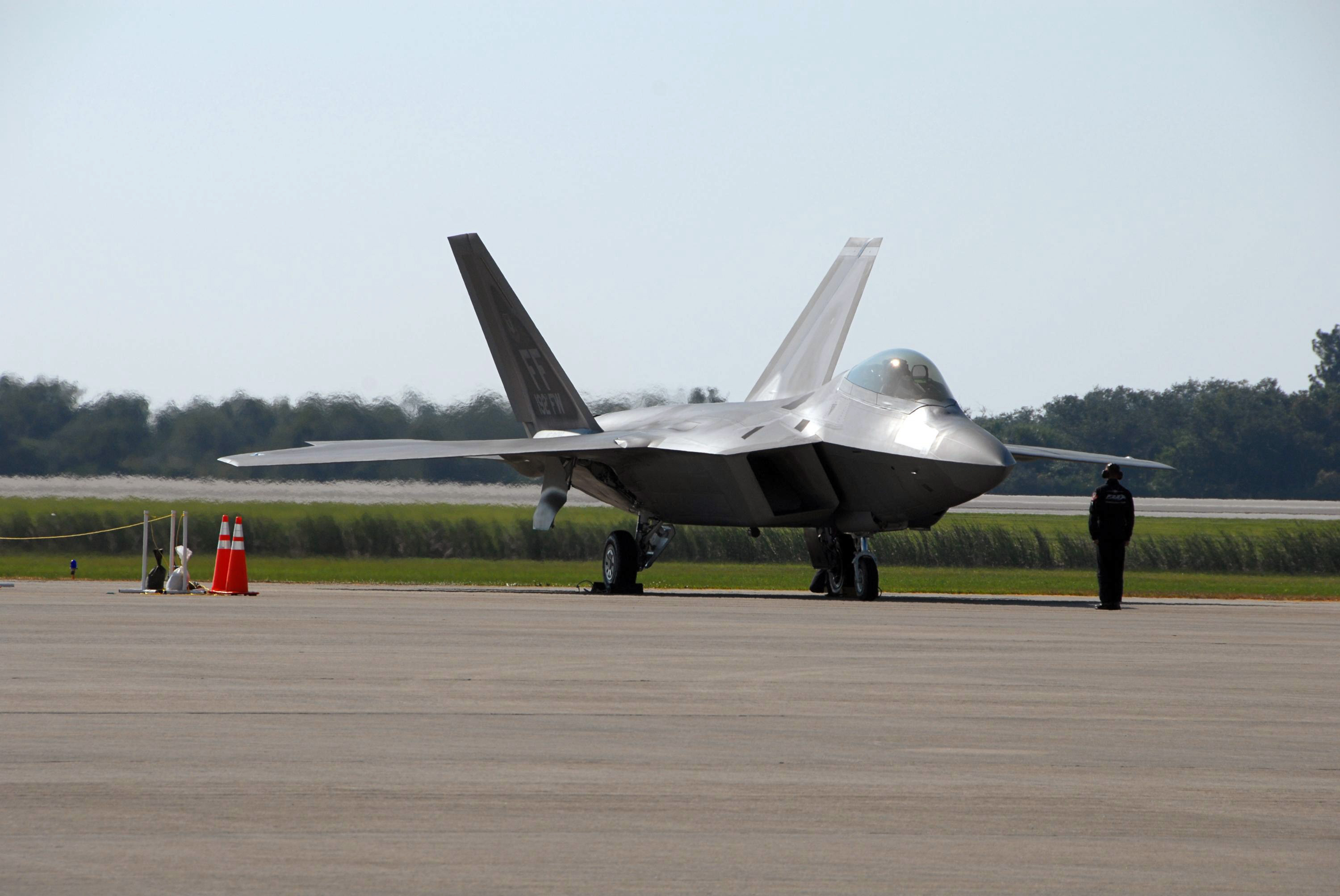 Fast, Stealthy F-22 Fighter Offers the Best of All Worlds, Says Pilot