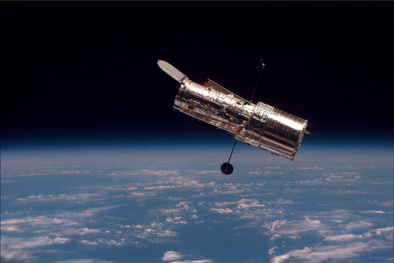 Hubble_spaceship