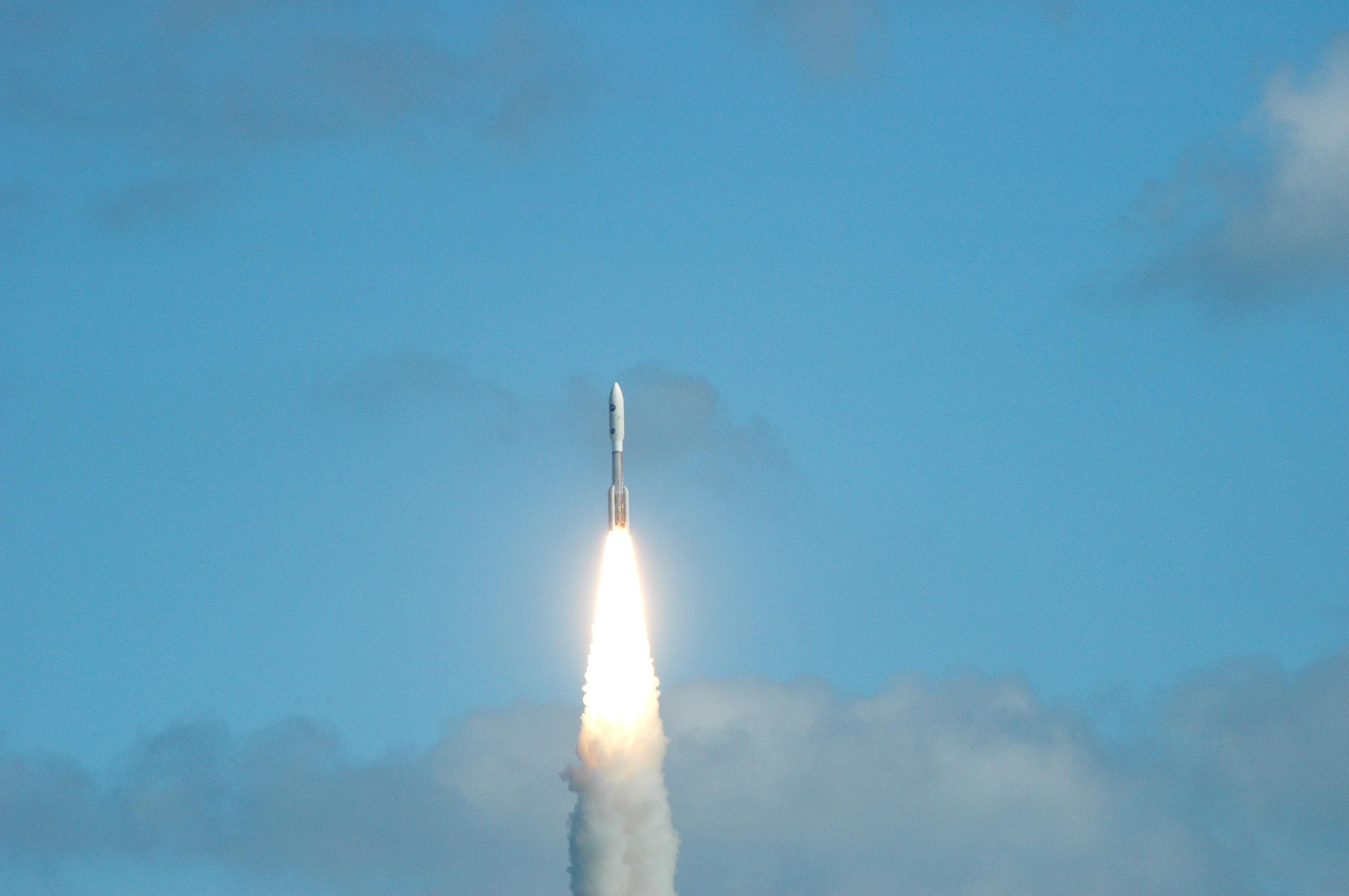 january 19 new horizons launches for pluto