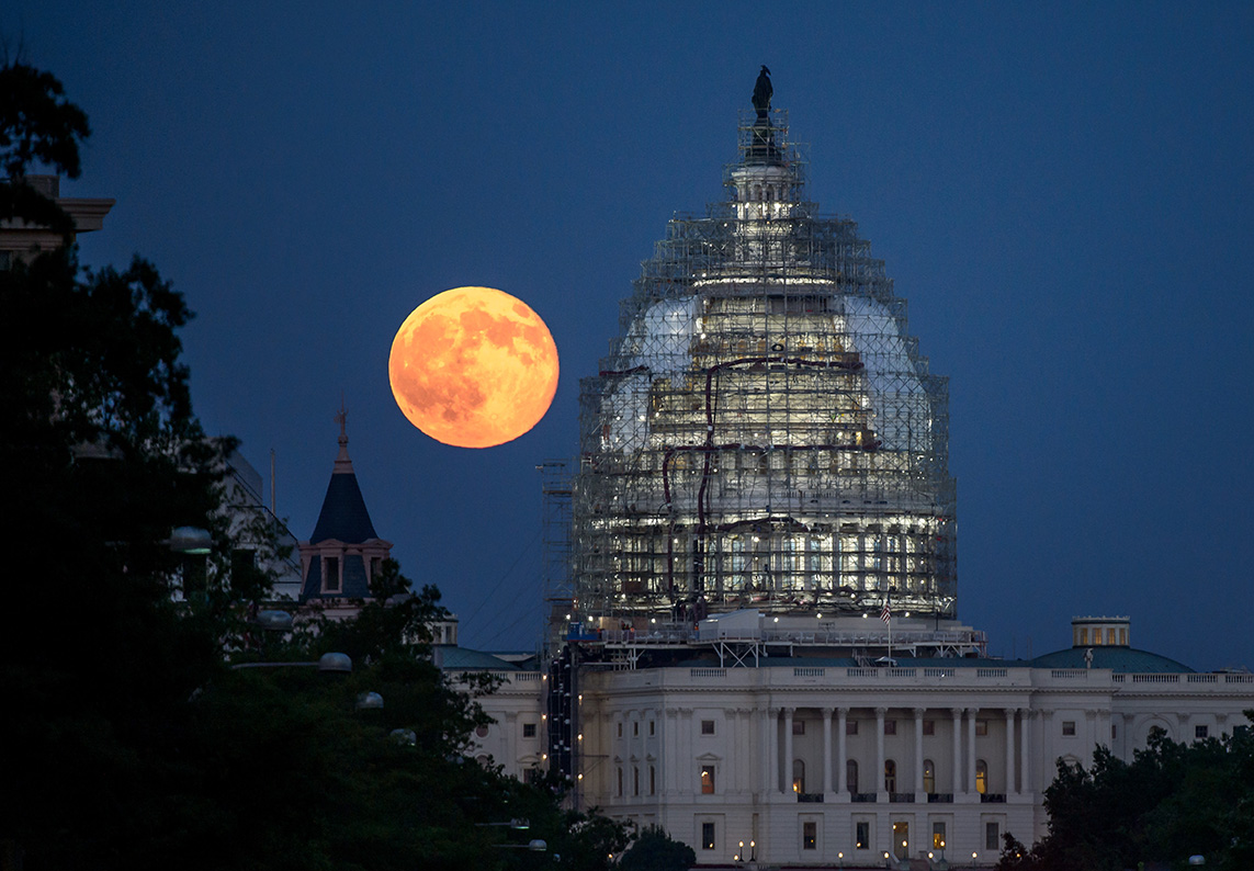 Super Moon And The Capitol