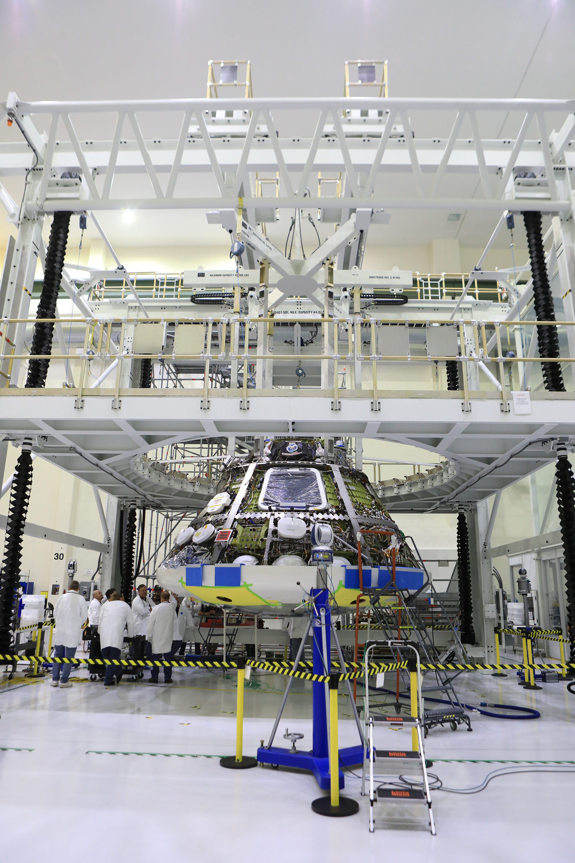 https://www.nasa.gov/sites/default/files/thumbnails/image/orion_heat_shield_workers.jpg