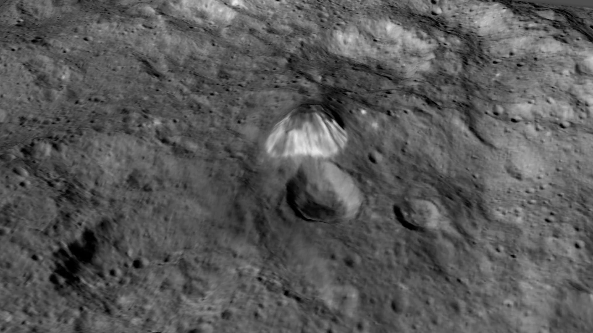 Mira la Piramide y Puntos Brillantes en Ceres ( Video )