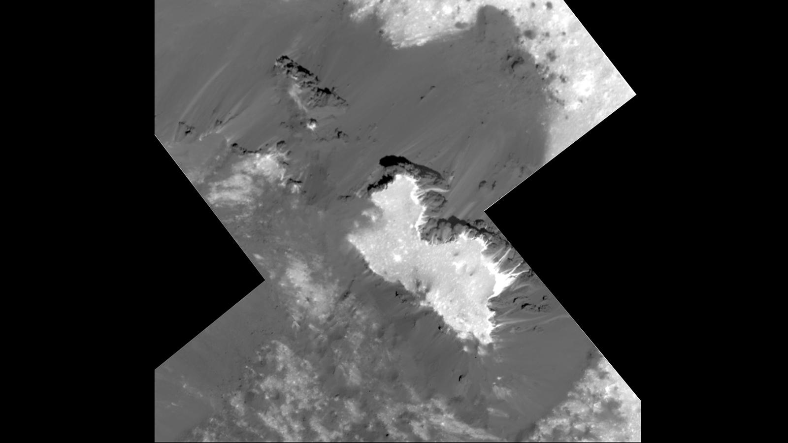 Sonda Dawn poslala z velmi nízké oběžné dráhy detailní snímky bílých skvrn na Ceres