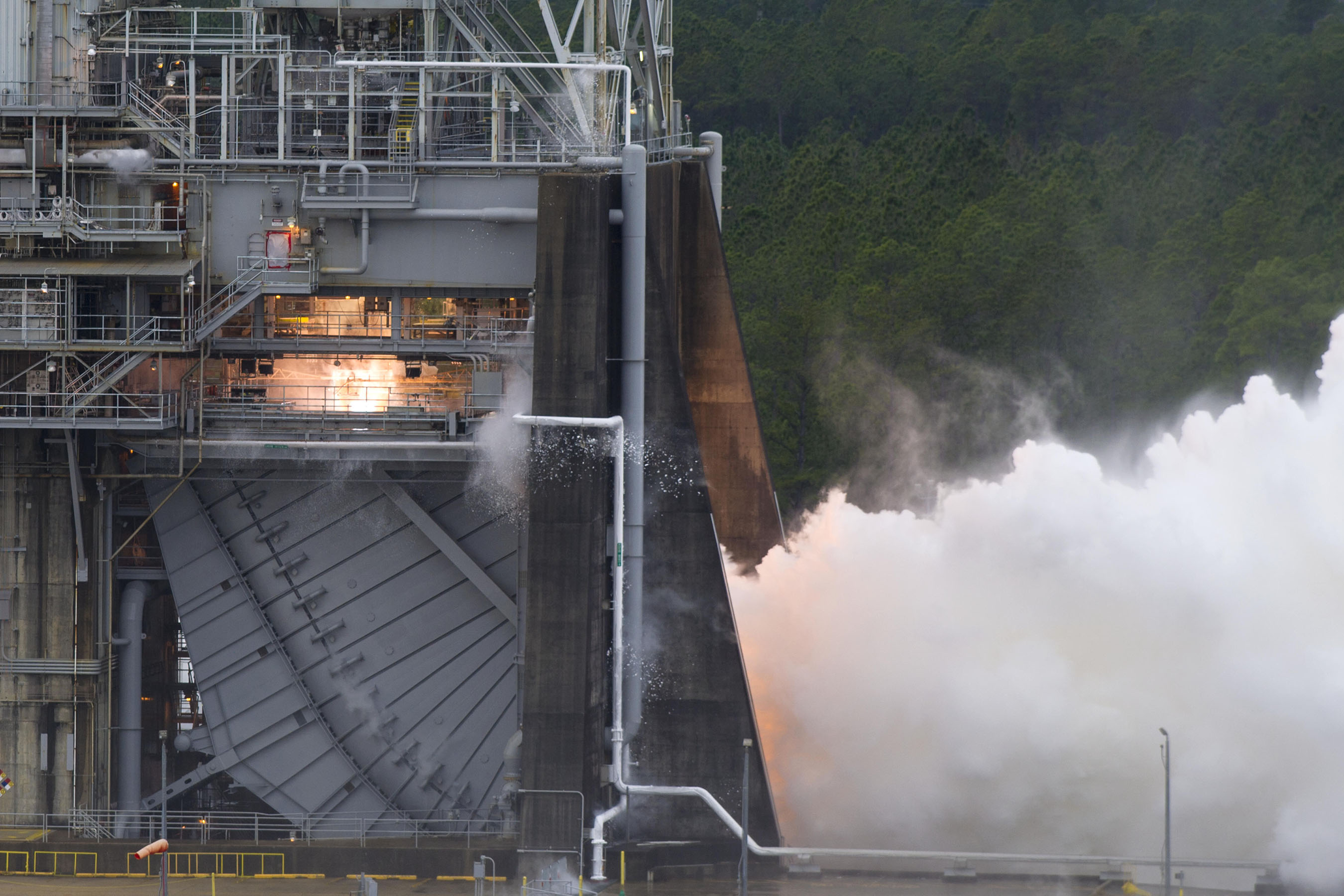 NASA Tests RS 25 Flight Controller for Space Launch System Rocket