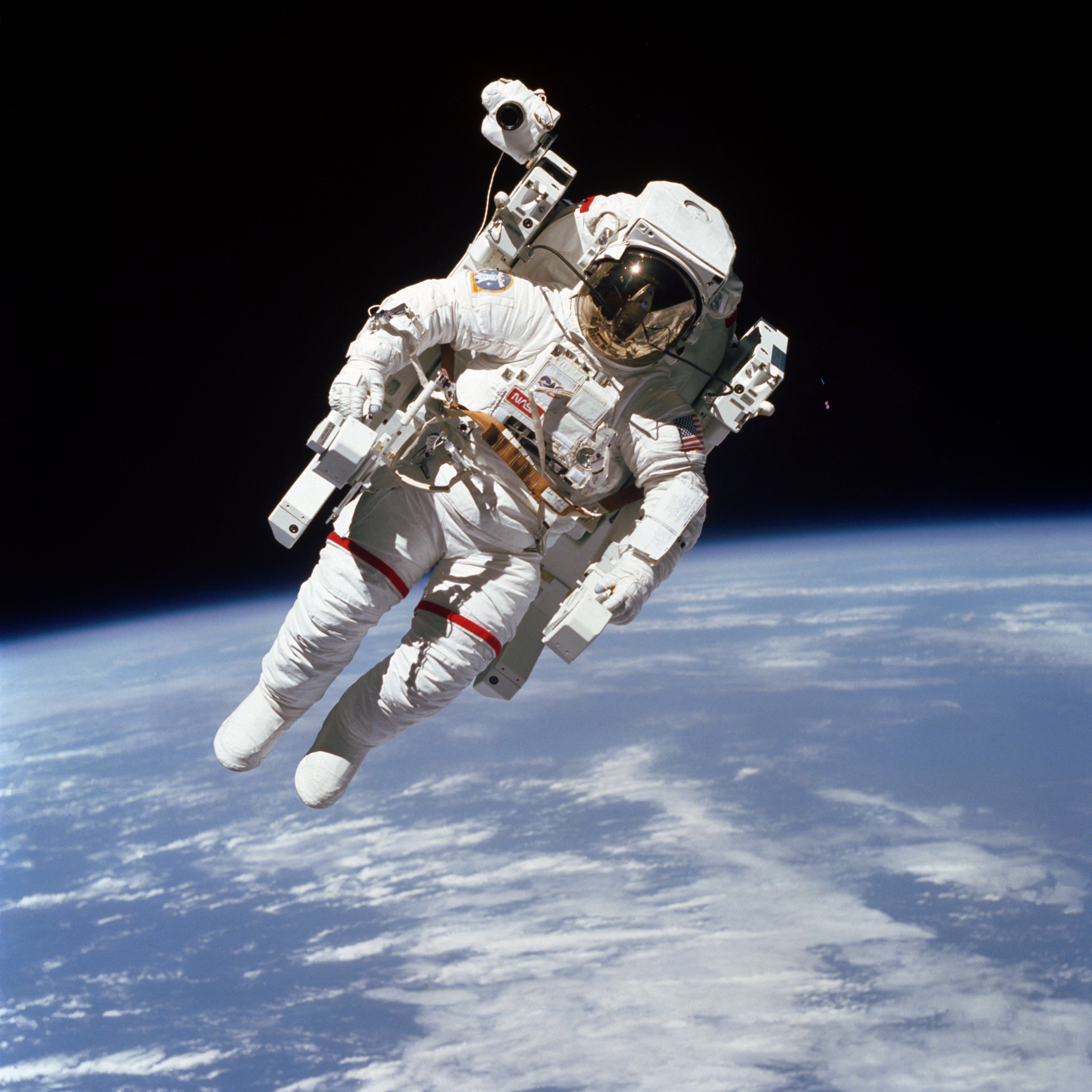 astronaut untethered space walk - photo #1