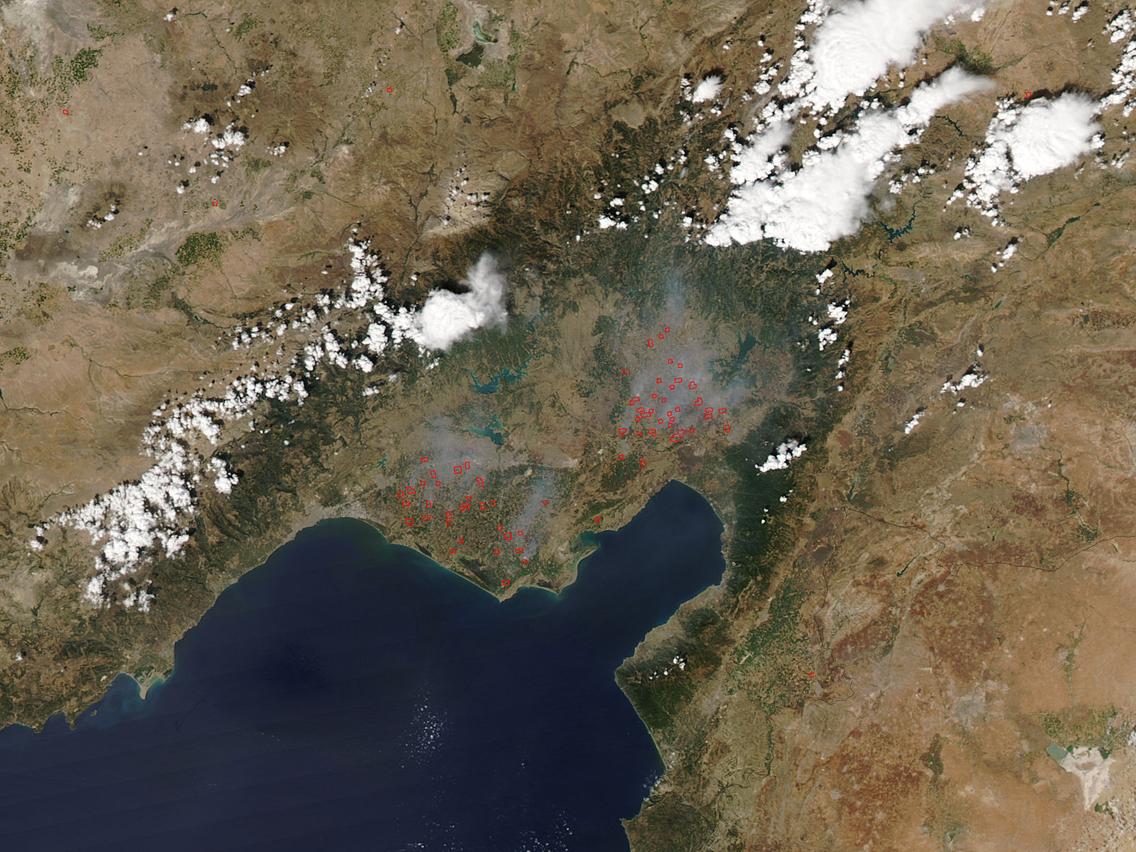 Yakılan anızlardan çıkan dumanların uzaydan görüntüsü