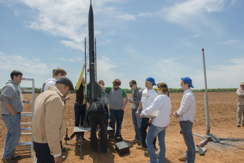 Nasa Hosts Student Rocket Fair Helps Students Launch High Power