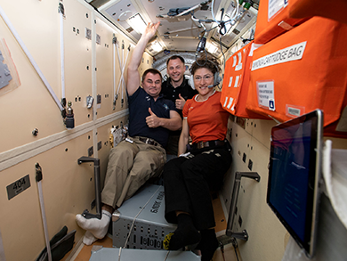 Astronaut Shane Kimbrough smiles as pears, apples and oranges float near him inside the space station.